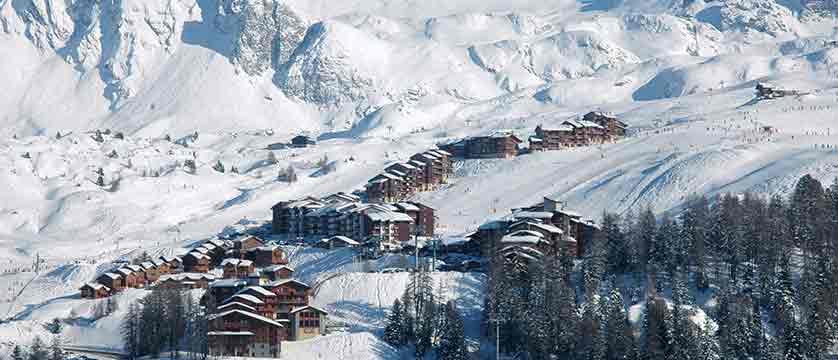 france_paradiski-ski-area_la-plagne_valley.jpg